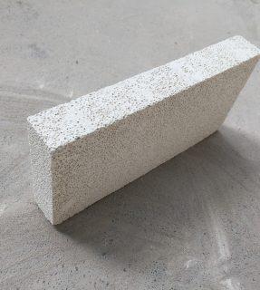 莫来石聚轻砖半枚片